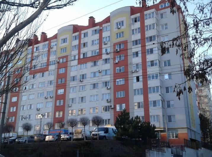 Apartament, 2 odai, 79 m2, Telecentru, str. Gh. Asachi 58