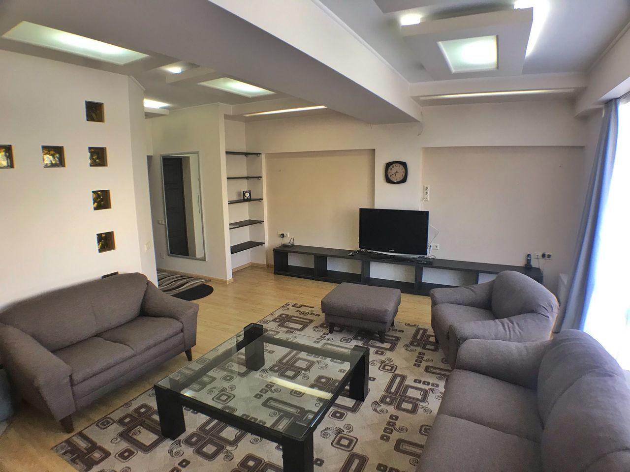 Apartament cu 3 odai, Centru, 105 mp
