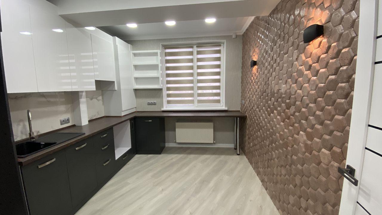 Apartament cu 3 camere, Centru, 87 mp
