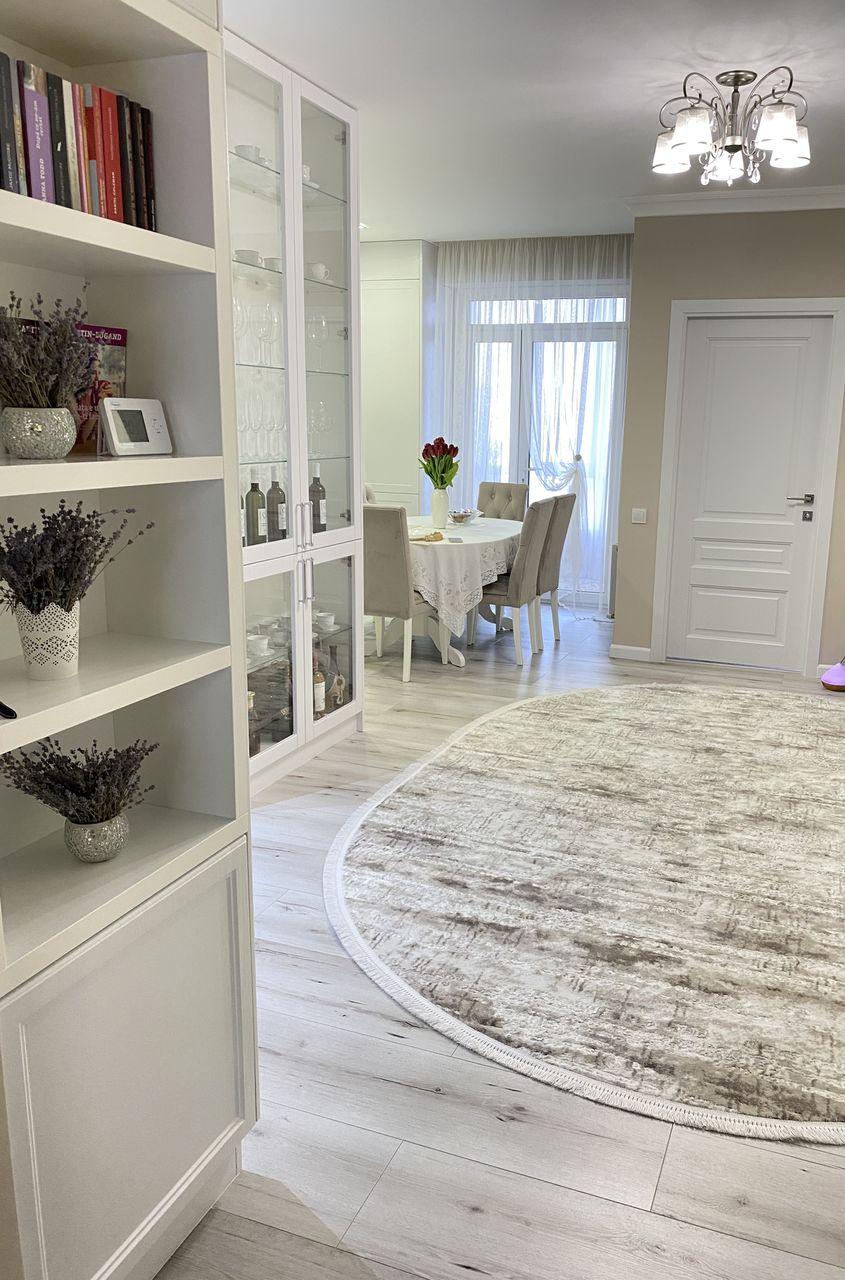 Vând apartament cu reparație premium